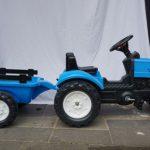 A11208 Blauwe tractor met aanhanger