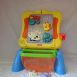 R26243 Fisher Price Muzikaal magneetbord