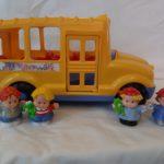 D14177 Fisher Price gele bus met 4 poppen